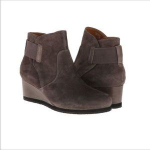 Earthies Beaumont Dusty Suede boot size 9B